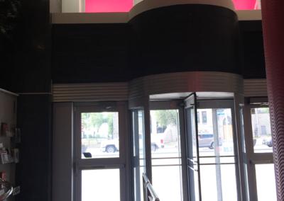 aluminum and glaze entrance installation